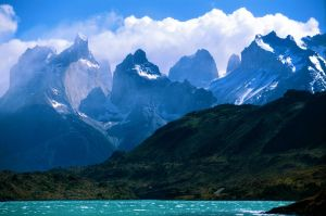 2048px-A_view_towards_Torres_Del_Paine